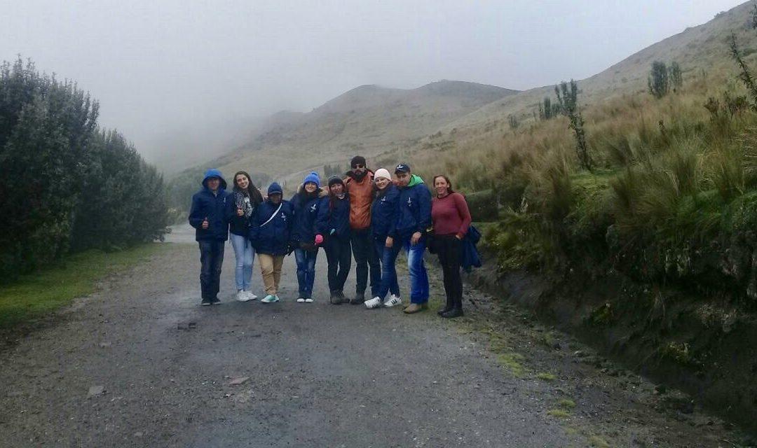 Nueve guardapáramos voluntarios se encuentran en Quito (Ecuador) aprendiendo sobre la conservación de lo páramos